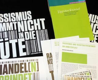 """""""Rassismus kommt nicht in die Tüte"""", ist die klare Botschaft auf 2000 Jutebeuteln, gefüllt mit Infomaterial, die an große Berliner Betriebe und Verbände, Einzelhändler, Kioske und kleine Geschäfte verteilt werden."""