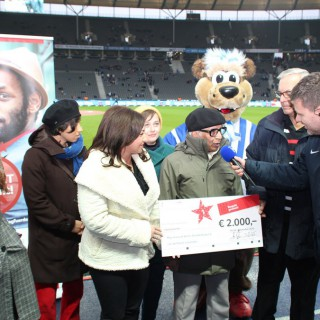Kurz vor dem Spiel konnten alle Beteiligten im Interview mit Stadionsprecher Fabian von Wachsmann den Wettbewerb und seine Ziele vor großer Kulisse erläutern.