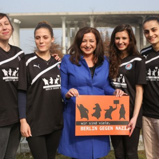 Die Senatorin Dilek Kolat setzt sich ein, für die Onlineplattform: Berlin gegen Nazis