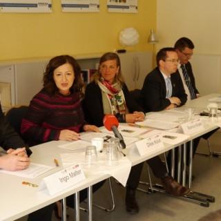 Dilek Kolat im Gespräch im dem Berliner Beirat für Schöneweide