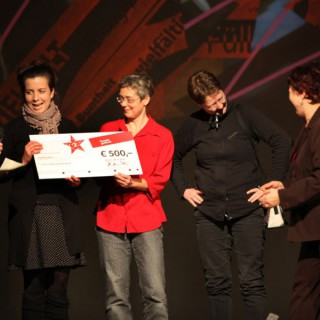 "Respekt-gewinnt-Preisverleihung: Übergabe 3. Preis, 500 € an Kultur Netzwerk Neukölln ""Vielfalt"""
