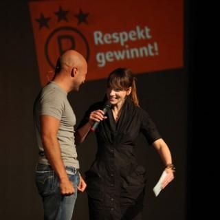 Murat Topal unterstützt den Respekt-gewinnt-Wettbewerb mit seinen künstlerischen Beitragen.