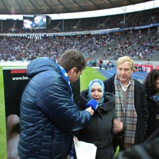"""Kurz vor dem Hertha-Spiel gegen Leverkusen – Interview mit den Preisträgerinnen und Preisträgern von """"JUMA"""" und RAA"""