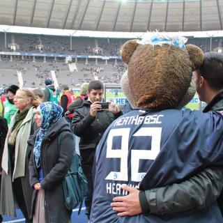 Respekt-gewinnt-Preisverleihung 2011, 1. Preis, kurz vor dem Hertha-Spiel gegen Leverkusen