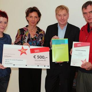 Die Agentur für soziale Perspektiven – ASP e.V. wurde herzlich von der Vorstandsvorsitzenden der Berliner Stadtreinigungbetriebe und Mitglied im Berliner Ratschlag für Demokratie Vera Gäde-Butzlaff empfangen.