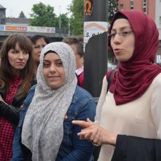 Ratschlags-Mitglied Magdalena Bienert und die Stadtteilführerinnen in Neukölln