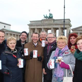 Jan-Marco Luczak sammelte mit Kolleginnen und Kollegen vor dem Brandenburger Tor