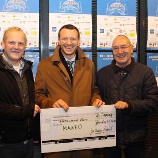 Dr. Jan-Marco Luczak mit dem Projektleiter von MANEO Bastian Finke und das Vorstandsmitglied des Mann-O-Meter e.V. Rudolf Hampel