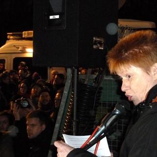 Petra Pau auf der Demo gegen Pegida am Brandenburger Tor, 05.01.15
