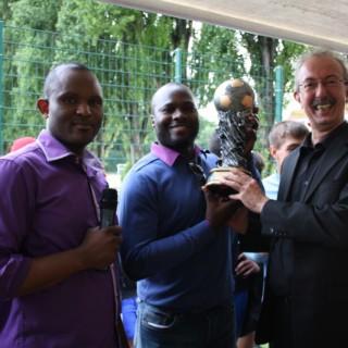Pokal-mit-Bürgermeister