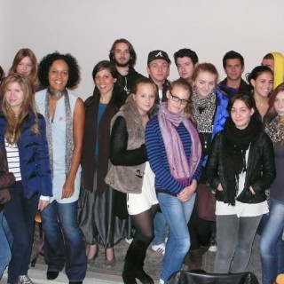 """Mo Asumang diskutiert mit Berliner Schülerinnen und Schülern über ihren Film """"Roots Germania"""""""